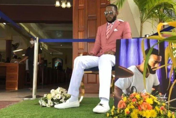 Trinidad and Tobago: Embaumé en position assise, il a assisté à ses propres funérailles