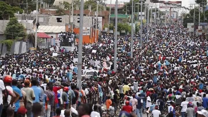 Port-au-Prince: Des milliers de personnalités marchent contre l'insécurité et la dictature