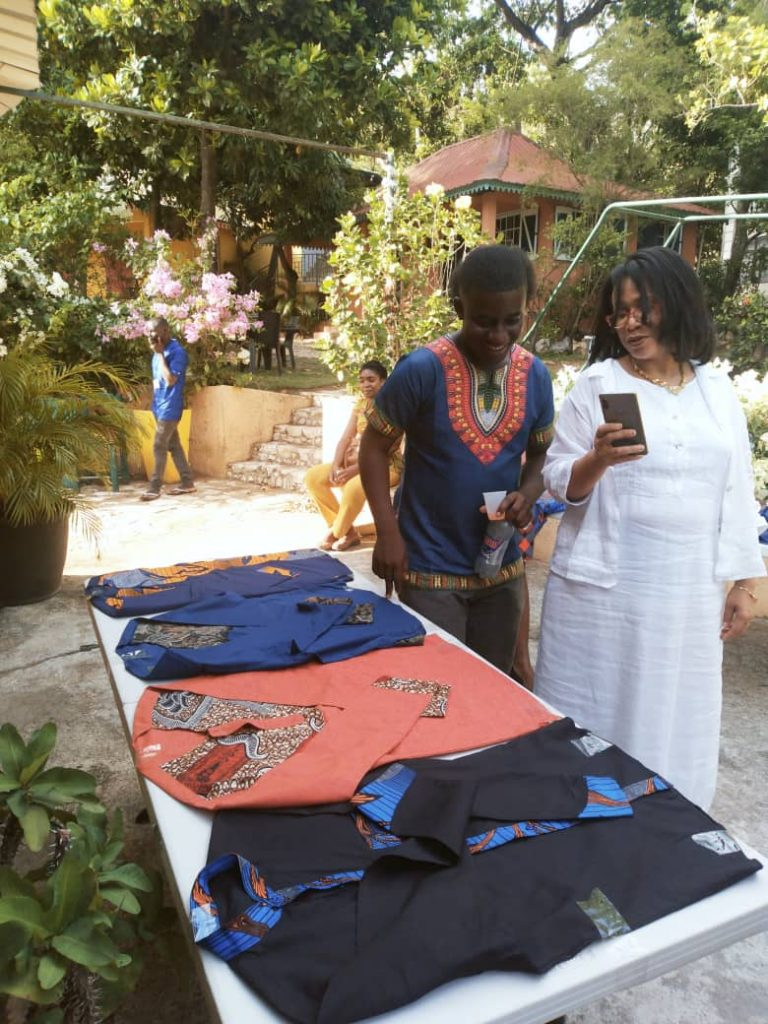 Cap-Haïtien/exposition: les confections de l'entreprise Extase mettent la foule en extase