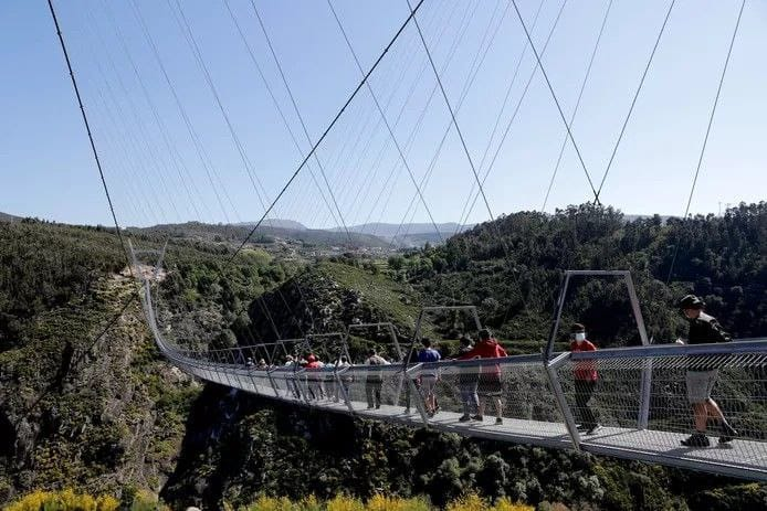 Portugal construit le pont piéton le plus long du monde